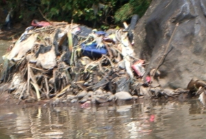 tumpukan sampah dan batu (dok pribadi)
