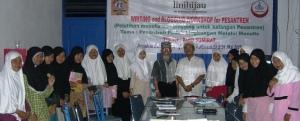 Bersama peserta putri dan KH. Abdul Djalil (pimp. pesantren)