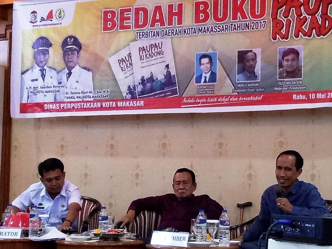 Para pembicara dalam acara bedah buku - dokumentasi pribadi